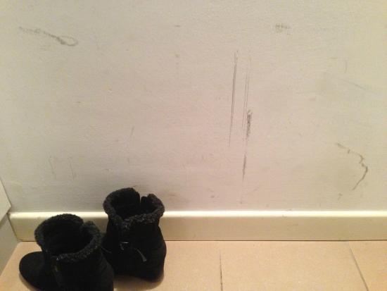 Al Canal Regio: Shabby walls in Room 4