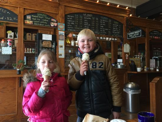 Pearl Ice Cream Parlor