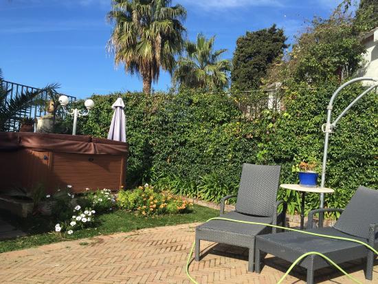 La Locandiera: Giardino con idromassaggio