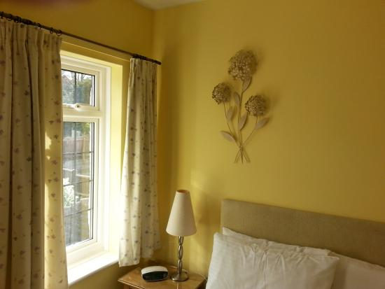 Avonlea House: The sunny and bright Room 3