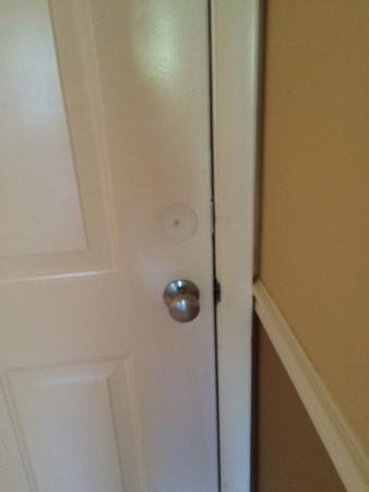 Marco Beach Vacation Suites : No deadbolt on door