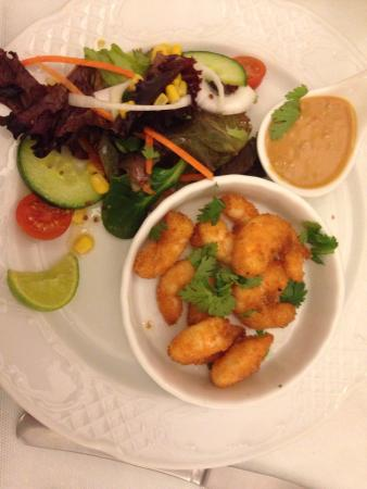 Patio de la Fuente : Crispy coconut prawns with dipping sauce