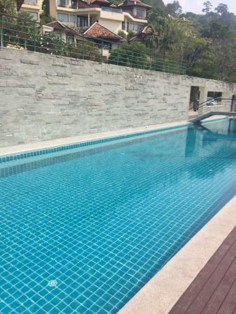 piscine du haut avec salle de sport et vue sur la baie fotograf a de indochine resort villas. Black Bedroom Furniture Sets. Home Design Ideas