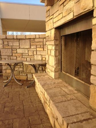 SpringHill Suites Grand Forks: Outdoor Fireplace