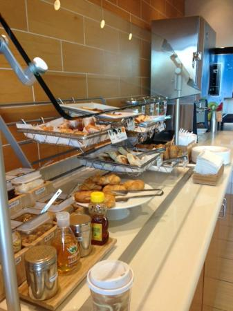 SpringHill Suites Grand Forks: Breakfast Bar - cold items