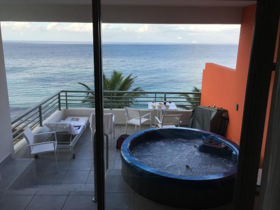 La Concha Renaissance San Juan Resort: spa suite...worth the extra money!!!!!