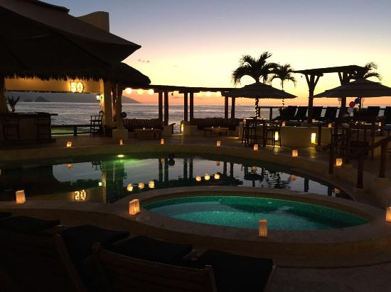 Hotel Playa Fiesta: sunset party. how can it getting better?
