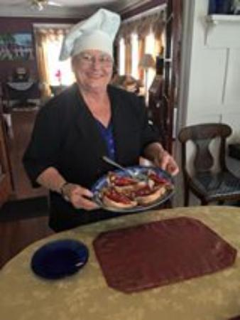 The Villa Bed and Breakfast : Linda and 3rd course of breakfast.  Stuffed french toast