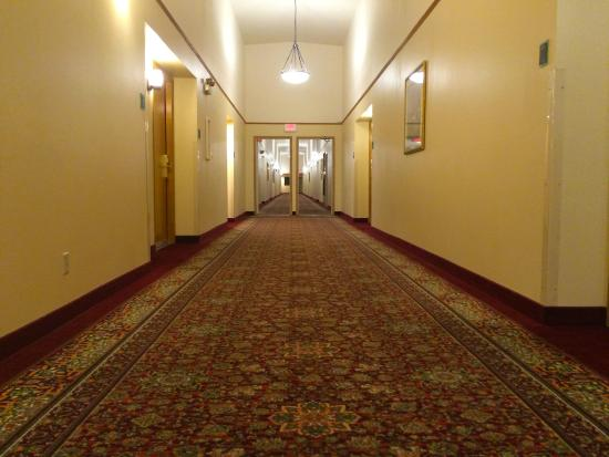 Best Western Plus Skagit Valley Inn and Convention Center : Surprisingly spacious hallway