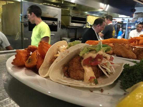 Bar picture of fish crazy restaurant naples tripadvisor for Fish restaurant naples