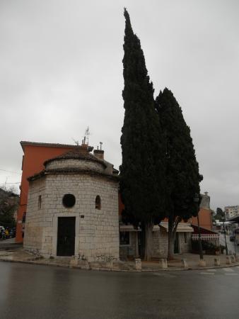 Igreja Romanica Da Santissima Trindade