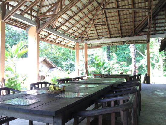 Tangkoko Dove Villas: Patio where meals are served
