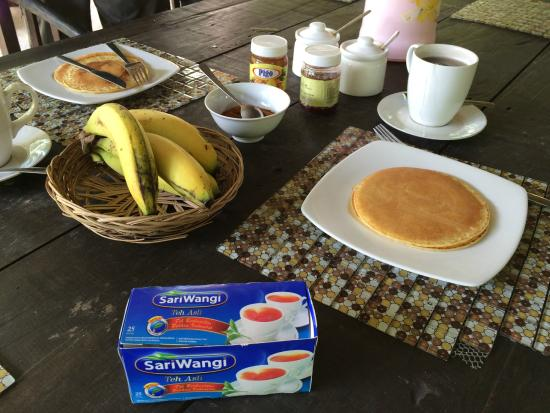 Tangkoko Dove Villas: Breakfast