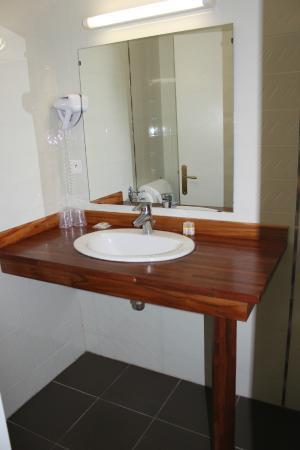 Hotel Le Madrigal : Baño