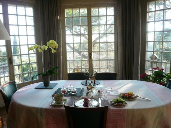 Viguiere Provence : 朝食の時の眺め