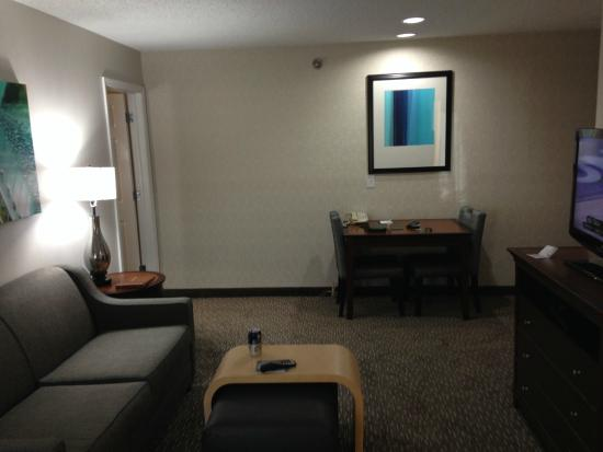 Homewood Suites by Hilton Memphis-Poplar: Living Room