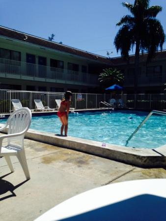 Motel 6 Dania Beach: Pool time