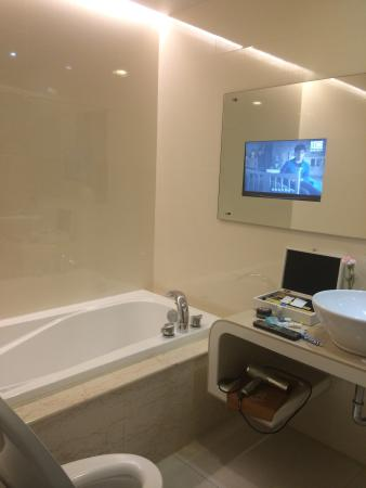Beauty Hotels Taipei - Beautique : Love the TV in bathroom