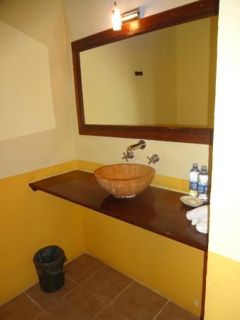 Hotel Tunich Beh: Lavabo no quarto