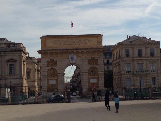 Porte du Peyrou : October 2014 - View of the arch looking towards the town centre.