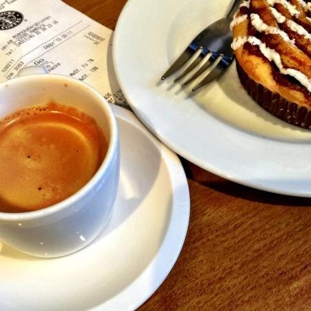 Starbucks: Espresso and cinnamon bun