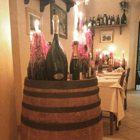 Enoteca Bonfanti di Boldrini Fabio: Candele e bottiglie, ottima atmosfera.