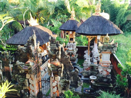 Bayu Guest House: Family Temple