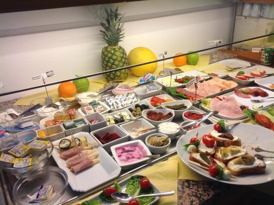 Garden Hotel: Teil des umfangreichen Frühstücksbüffet
