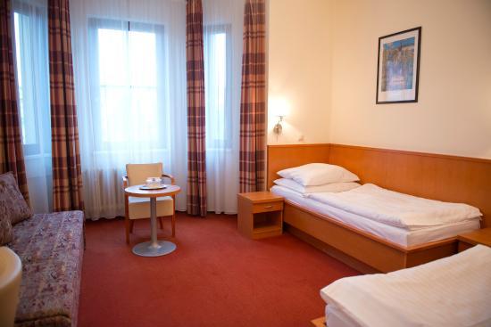 Hotel Grand : Interior of twin room
