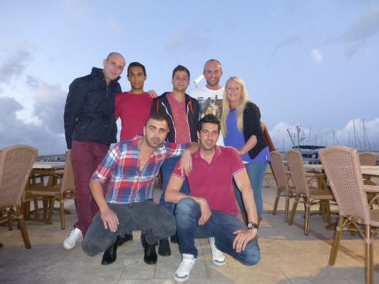 Faros Bar And Restaurant: Good friends at Faros