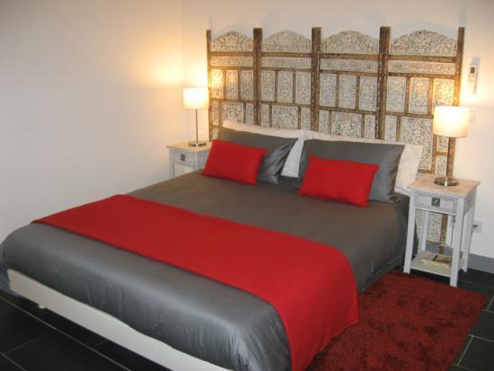 Villa Des Canuts : le lit king sise