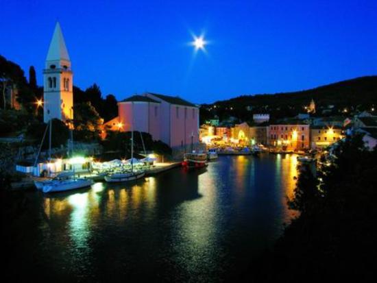 "Mali Losinj, Kroatien: ""Veli Lošinj in the evening"""