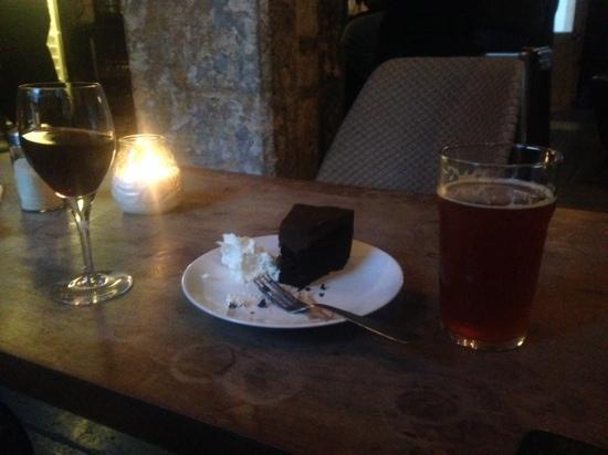Konrad Cafe & Bar: Delicious chocolate cake