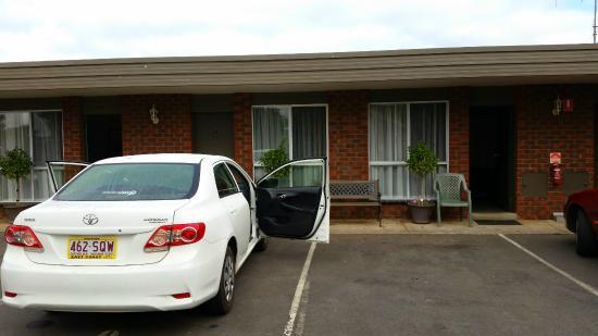 Motel Warrnambool: front door area of rooms