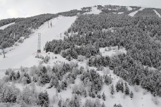 Hotel Naudi: View of slopes from balcony