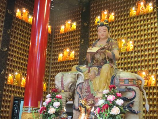 Chua Van Phat - Temple of Ten Thousand Buddhas