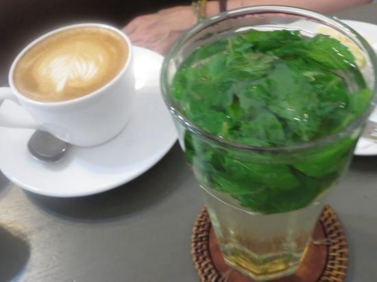 Rio Helmi Gallery and Cafe: coffee and mint tea