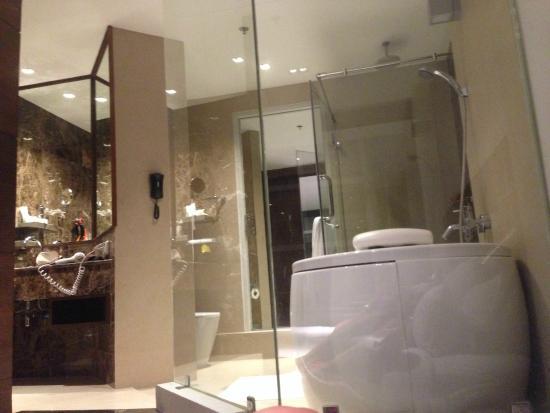 S31 Sukhumvit Hotel: sexy bathroom