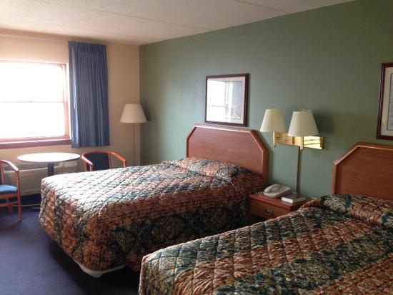 Economy Inn : guest rooms