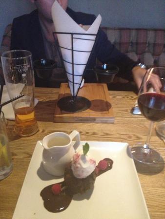 SO! Bar and Eats Ripon: Gluten free chocolate cake ��