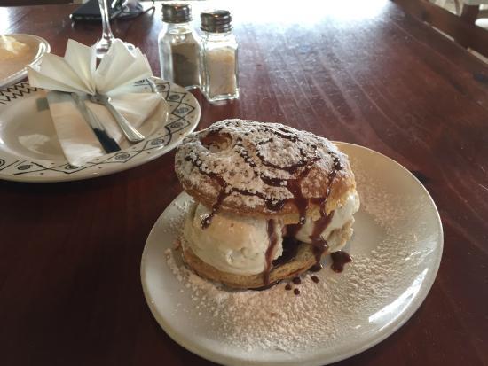 Halva ice cream: fotografía de MV Cafe, Randburg - TripAdvisor