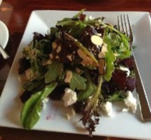Byrsa Bistro: beet salad with goat cheese and almonds