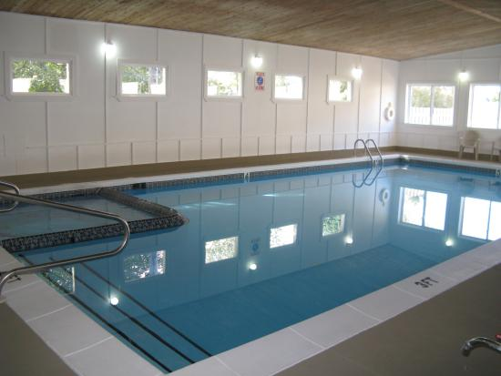 Ludington Pier House: Our Indoor heated pool and hot tub!