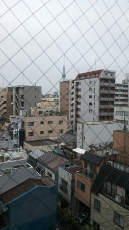 Vessel Inn Ueno Iriya Ekimae: 窗外意外可看到晴空塔