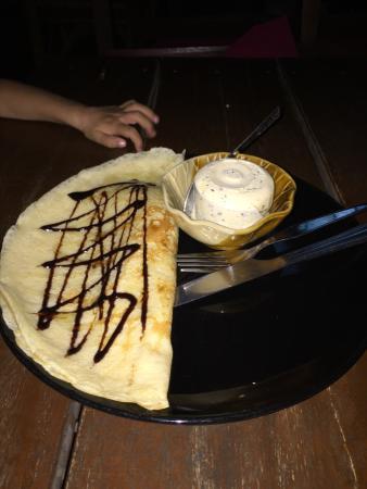 Galaxy Restaurant & Bar: Thai banana pancake with chocolate sauce and honey with chocolate chip ice cream