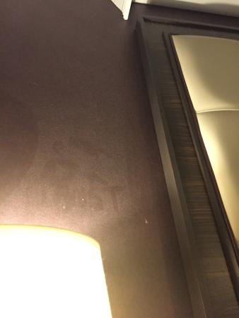 Sam's Town Hotel and Casino Shreveport : Dust all over the Walls and bedding at SAMsTown Hotel & Casino 4.2.15