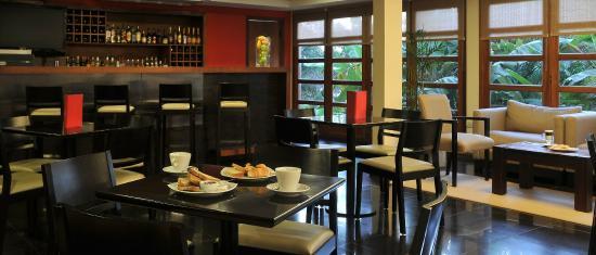 Meeting Point Cafe & delicatessen Lobby Bar Hotel Saint George