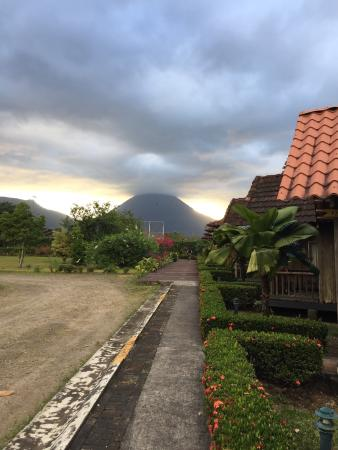 Las Cabanitas Resort: The hotel does provide an incredible view of the volcano.