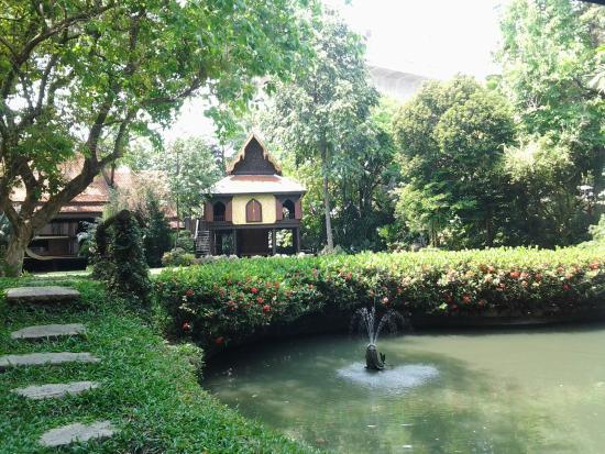 lake area - obrázek zařízení Suan Pakkad Palace Museum ...