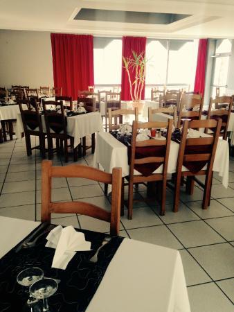 Saint-Bauzile, France : La salle de restaurant